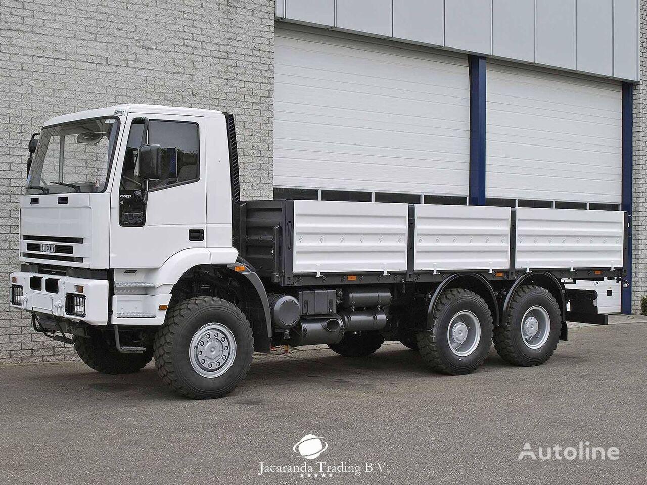 IVECO 260E37 kamion s ravnom platformom