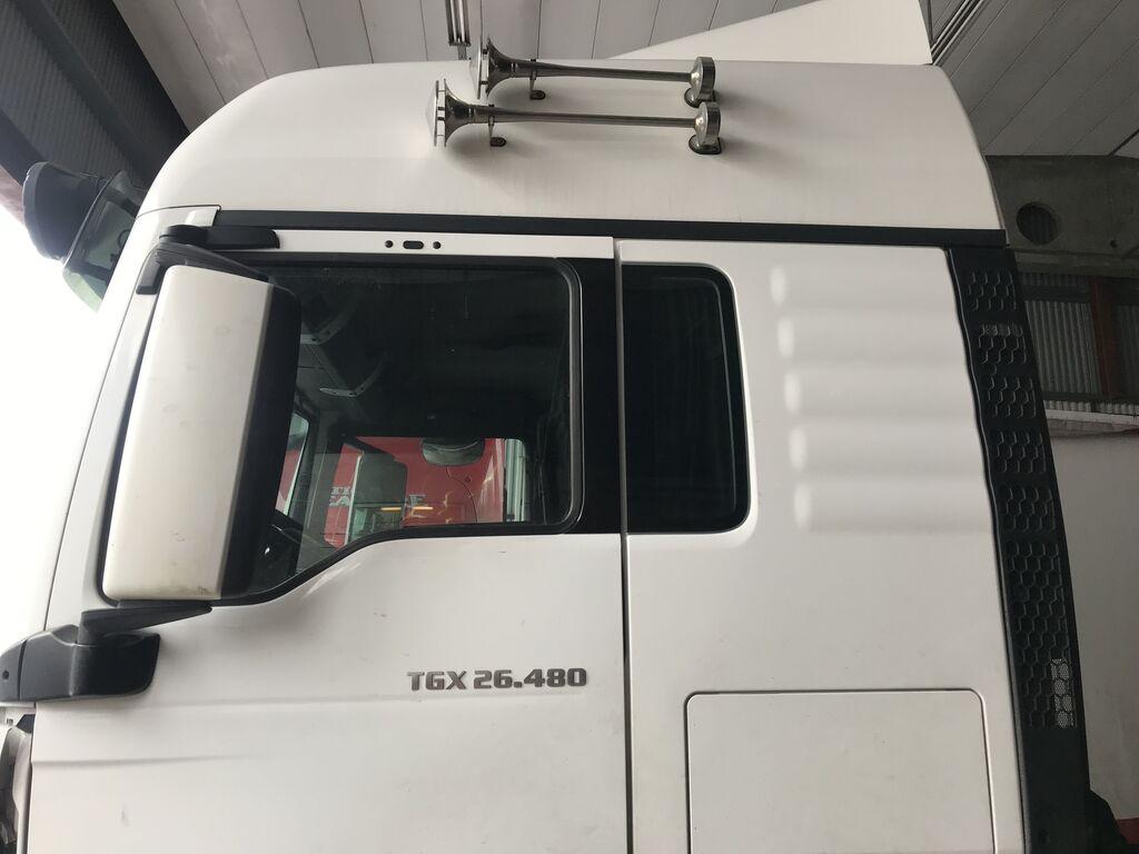 MAN TGX 26.480 6x2 Euro6 BDF vozilo za prevoz kontejnera nakon udesa