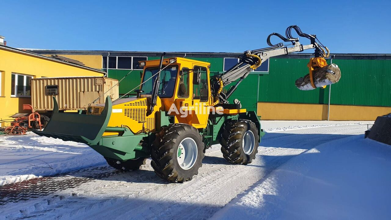HSM 805 B šumarski traktor